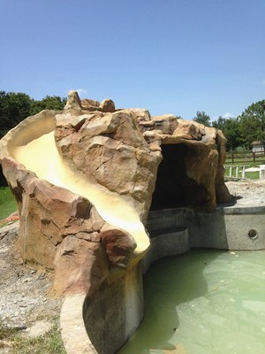 Shotcrete pump for swimming pool and artificial rockwork