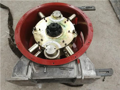 Peristaltic pump for foam concrete internal structure
