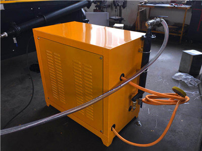 foam generator for producing foam