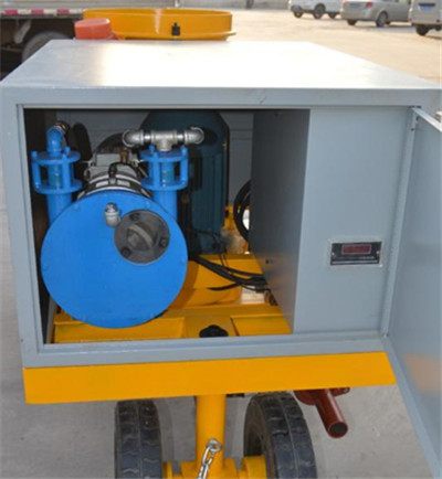 Dosing pump for pumping accelerator