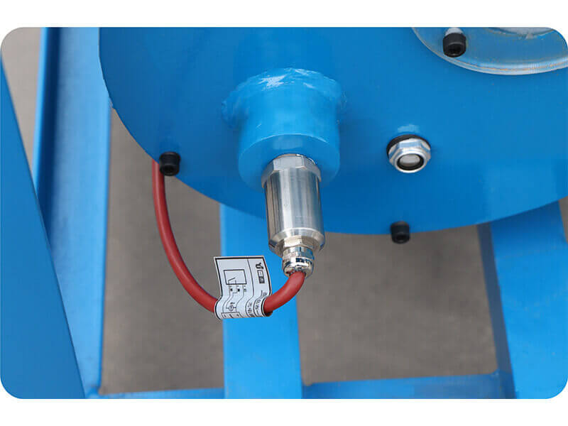Hose leak detection device
